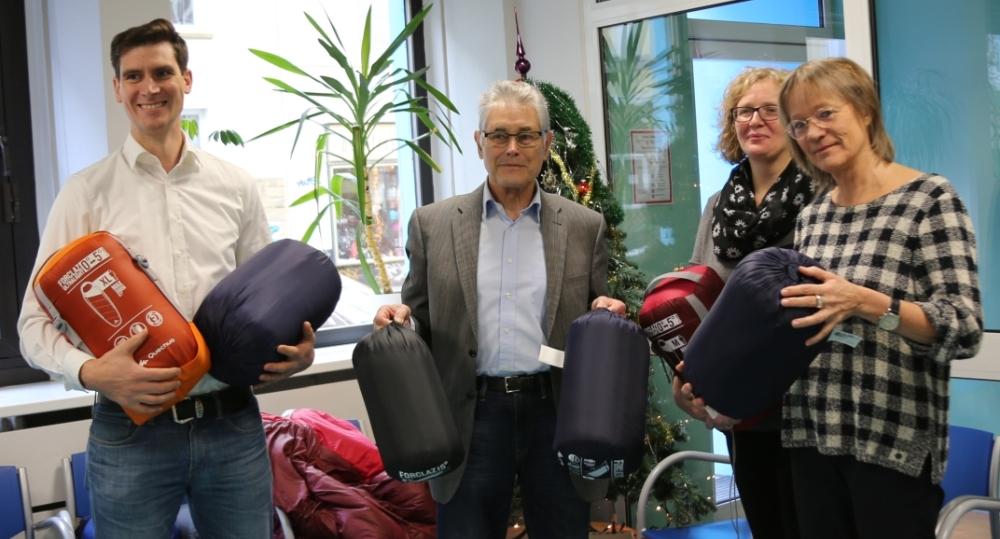 Kooperation: 30 Schlafsäcke für die Wohnungslosenarbeit