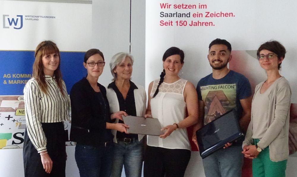 Kooperation: Zwei Laptops für das Projekt Kompass