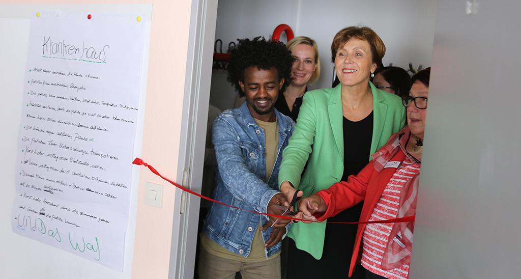 Oberbürgermeisterin Charlotte Britz besucht Projekt Kompass